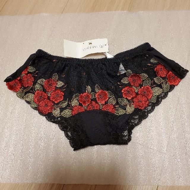 Wacoal(ワコール)のWacoal パルファージュ ショーツM黒×赤花刺繍 レディースの下着/アンダーウェア(ショーツ)の商品写真