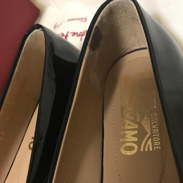 Salvatore Ferragamo(サルヴァトーレフェラガモ)のフェラガモ  フラットシューズ ブラック 22.5cm レディースの靴/シューズ(バレエシューズ)の商品写真