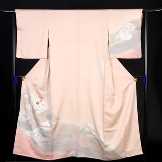 付け下げ《着物 袷 正絹 薄ピンク 草花 霞 刺繍 金糸 金彩 身丈153cm》