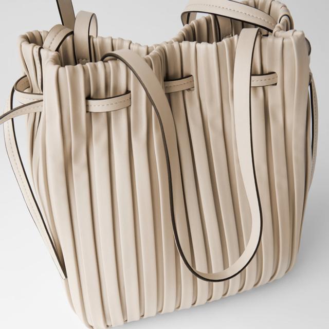 ZARA(ザラ)の*2020SS*ZARA 人気商品 プリーツ加工入り バスケットバッグ レディースのバッグ(ショルダーバッグ)の商品写真