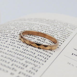 リング 指輪 デザインカット ピンクゴールド サージカルステンレス レディース(リング(指輪))