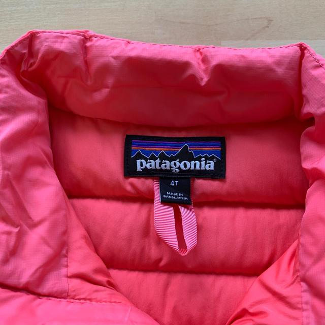 patagonia(パタゴニア)のpatagonia ダウンセーター キッズ/ベビー/マタニティのキッズ服女の子用(90cm~)(ジャケット/上着)の商品写真