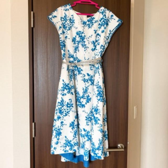 Fabulous Angela(ファビュラスアンジェラ)の試着のみ 花柄ワンピース 美品 レディースのワンピース(ひざ丈ワンピース)の商品写真