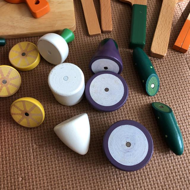 BorneLund(ボーネルンド)のウッディプッディ 木製 ままごと  野菜 ピーラー まな板 フライ返し他 セット キッズ/ベビー/マタニティのおもちゃ(知育玩具)の商品写真