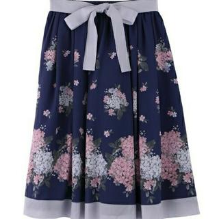 axes femme - 新品未使用タグ付き。axesfemme紫陽花柄スカート→紺