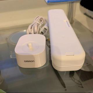 オムロン(OMRON)のOMRON 充電器 ケース セット(バッテリー/充電器)