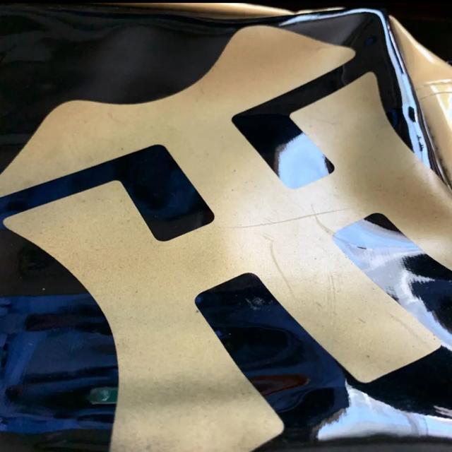 阪神タイガース(ハンシンタイガース)の阪神タイガース エナメル ショルダーバッグ スポーツ/アウトドアの野球(記念品/関連グッズ)の商品写真