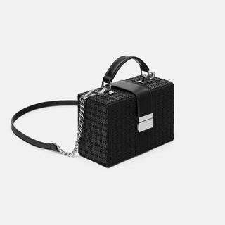 ZARA - 新品未使用 ZARA スクエア ボディ バッグ