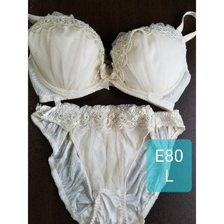 エメフィール(aimer feel)のaimerfeel オフホワイト ブラジャー&ショーツ E80(ブラ&ショーツセット)