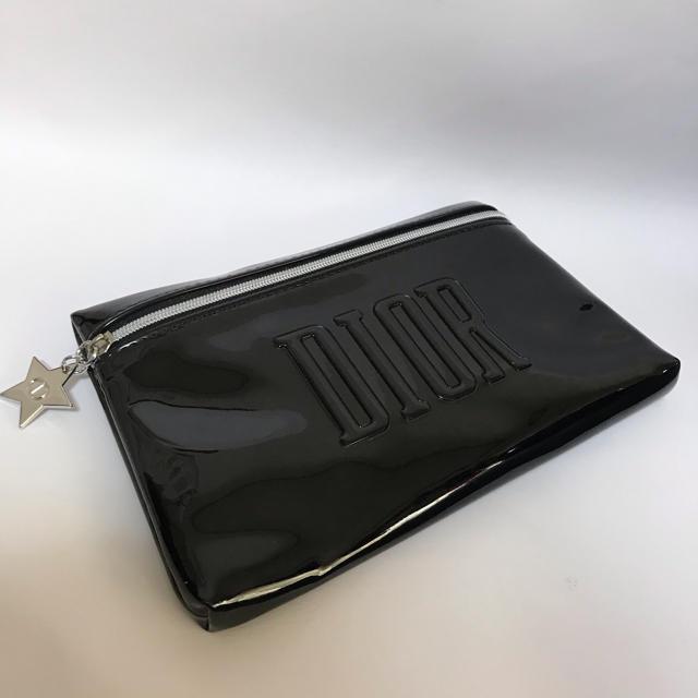 Dior(ディオール)の未使用 ディオール 星チーム付きエナメル調ポーチ 黒 ブラック DIOR レディースのファッション小物(ポーチ)の商品写真