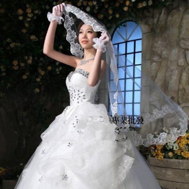 大人気❗ 豪華で美しいウェディングロングベール ブライダル 結婚式 105 レディースのフォーマル/ドレス(ウェディングドレス)の商品写真