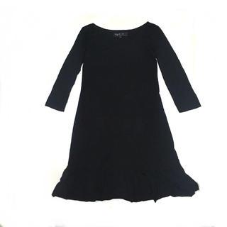 アニエスベー(agnes b.)のアニエスベー 滑らか素材 裾フリル ワンピース ブラック(ひざ丈ワンピース)