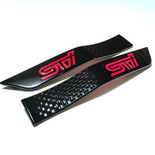 スバル(スバル)の【新品未使用】STI サイドガーニッシュ 車体のワンポイント装飾に【RED】(車外アクセサリ)