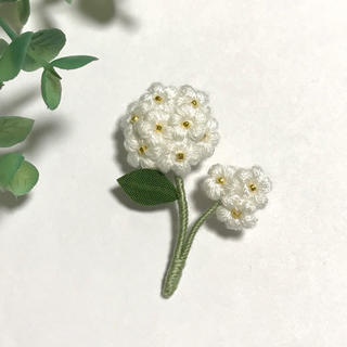 フラワーブローチ*二輪花〜ホワイト(コサージュ/ブローチ)