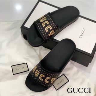 グッチ(Gucci)の1011 未使用 グッチ GUCCY プリント スライドサンダル 黒(サンダル)