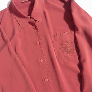 サンタモニカ(Santa Monica)のレトロ古着 ボルドー とろみ生地 刺繍 ヴィンテージブラウス 赤 ゆったり(シャツ/ブラウス(長袖/七分))