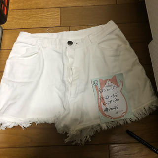 ⑥白 ショートパンツ