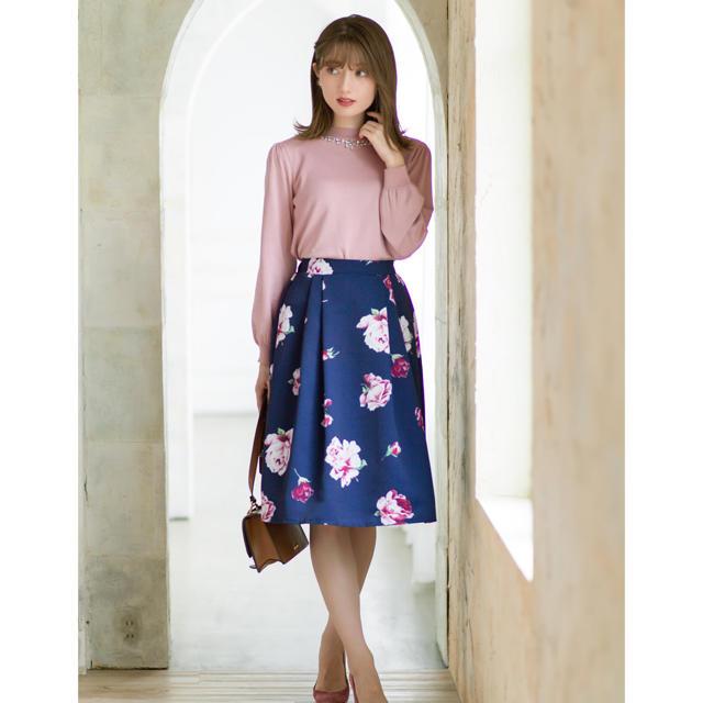 tocco(トッコ)のtocco フラワータックフレアスカート レディースのスカート(ひざ丈スカート)の商品写真