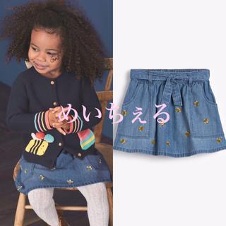ネクスト(NEXT)の【新品】next デニムブルー 刺繍入りミツバチプリントスカート(ヤンガー)(スカート)