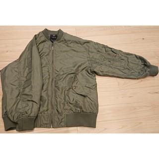 ダブルクローゼット(w closet)のカーキのジャケット(ミリタリージャケット)
