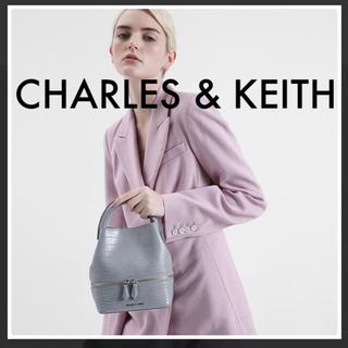 Charles and Keith - 人気商品⭐︎【新品未使用】バケツ型 ショルダーバッグ