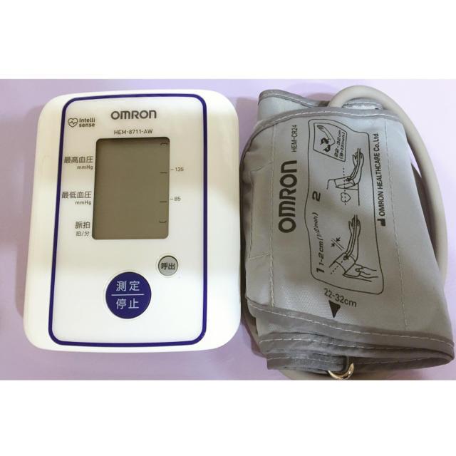 OMRON(オムロン)のOMRON 上腕式血圧計  スマホ/家電/カメラの美容/健康(体重計/体脂肪計)の商品写真