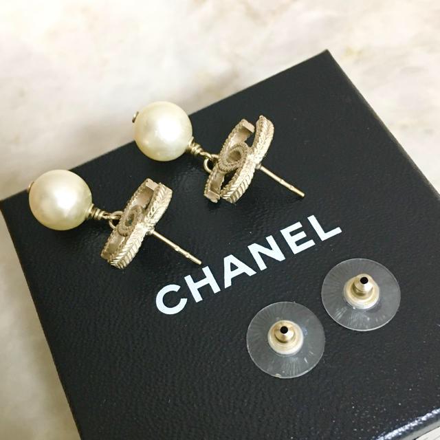 CHANEL(シャネル)のPinky様専用 シャネル ピアス ゴールド ココマーク パール スイング 真珠 レディースのアクセサリー(ピアス)の商品写真