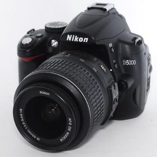 ニコン(Nikon)の❤自撮りOK♪手ぶれ補正搭載♪動画撮影もOK♪❤ Nikon ニコン D5000(デジタル一眼)