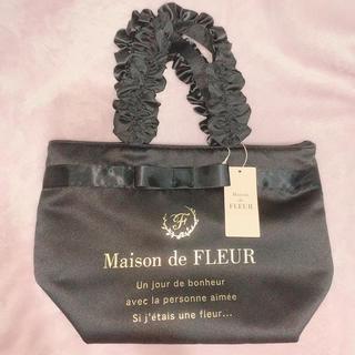 メゾンドフルール(Maison de FLEUR)のブランドロゴフリルハンドルトートバッグS(black)(ハンドバッグ)
