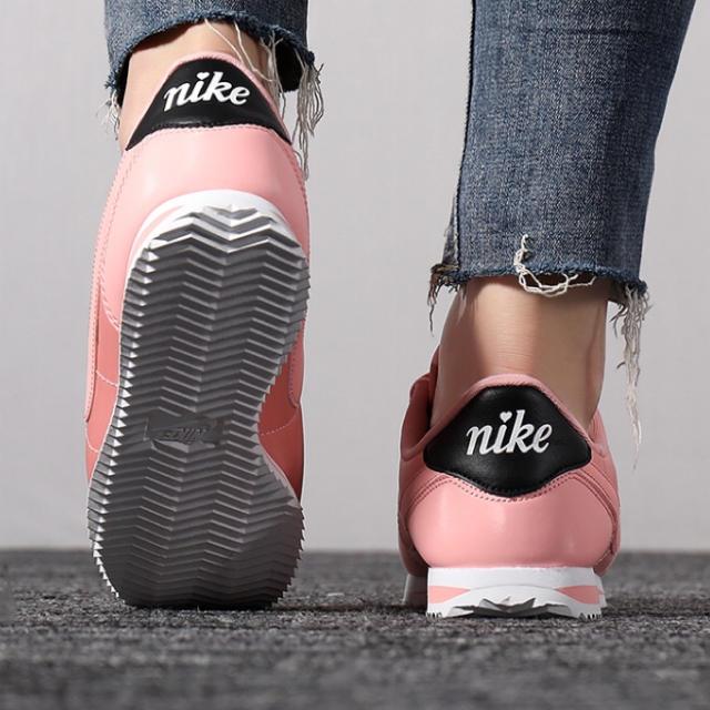 NIKE(ナイキ)の新品未使用 23.5 ナイキ コルテッツ ベーシック TXT ピンク レディースの靴/シューズ(スニーカー)の商品写真