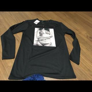 アベイル(Avail)のネックレス付き 黒ロンT(Tシャツ/カットソー(七分/長袖))