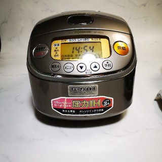 送料込み 象印 圧力IH 炊飯器NP-RG05です