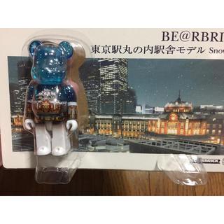 メディコムトイ(MEDICOM TOY)のベアブリック   100% 東京丸の内駅舎モデル スノーver(模型/プラモデル)