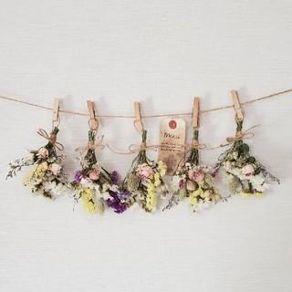 ミニバラとナチュラル小花の彩りドライフラワーガーランド/かすみ草 千日紅(ドライフラワー)