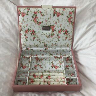 アクセサリーズブラッサム(Accessories Blossom)のジュエリーケース(小物入れ)