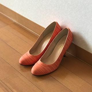 値下げ⭐︎【未使用!送料込】春色オレンジのパンプス22.5cm、ヒール8cm(ハイヒール/パンプス)