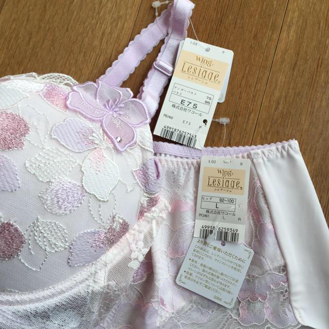 Wing(ウィング)のレシアージュ豊かな花びらに包まれるような愛らしいデザイン3/4カップブラ  レディースの下着/アンダーウェア(ブラ&ショーツセット)の商品写真