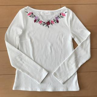 トッコ(tocco)のトッコクローゼット 胸元刺繍長袖リブトップス(カットソー(長袖/七分))