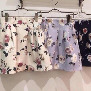 ダズリン(dazzlin)の花柄台形スカート(ひざ丈スカート)