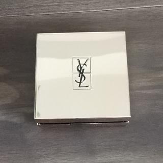 イヴサンローランボーテ(Yves Saint Laurent Beaute)のイヴ・サンローラン ラディアント タッチ ルクッション B30(ファンデーション)