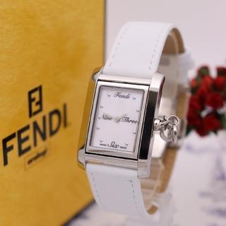 フェンディ(FENDI)の正規品【新品電池】FENDI 7100M/ホワイトシェル ケース回転 男女兼用(腕時計(アナログ))