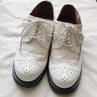 フラットシューズ ホワイト ウィングチップ(ローファー/革靴)