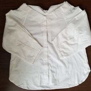 リュリュ(RyuRyu)のバックリボン オフショル風 シャツ(シャツ/ブラウス(長袖/七分))
