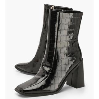 フォーエバートゥエンティーワン(FOREVER 21)の新品 クロコ柄 ショートブーツ(ブーツ)