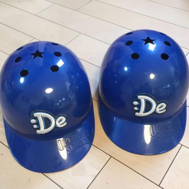 横浜DeNAベイスターズ(ヨコハマディーエヌエーベイスターズ)の横浜Denaベイスターズヘルメット 2個セット スポーツ/アウトドアの野球(応援グッズ)の商品写真