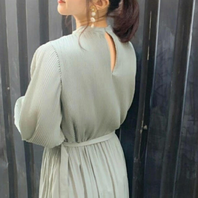 Mila Owen(ミラオーウェン)のMila Owen 細プリーツAラインワンピース レディースのワンピース(ロングワンピース/マキシワンピース)の商品写真