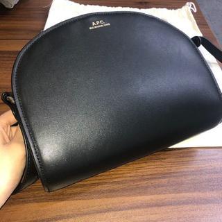 A.P.C - APCアーペーセー♡ハーフムーンバッグ♡レザーショルダーバッグ