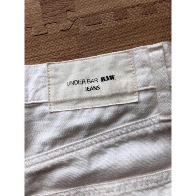 moussy(マウジー)のUNDER BAR RAW. ホワイトデニム 24 レディースのパンツ(デニム/ジーンズ)の商品写真