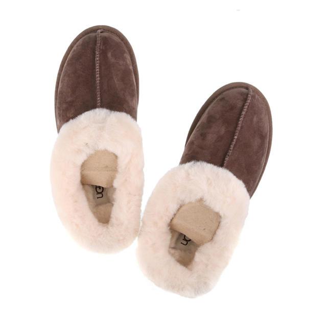 UGG(アグ)のUGGスリッパ新品未使用ブラウン正規品 レディースの靴/シューズ(スリッポン/モカシン)の商品写真