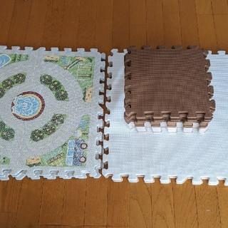 ニトリ(ニトリ)の2月28日まで出品 ニトリ ジョイントマット 小18枚 大8枚(フロアマット)